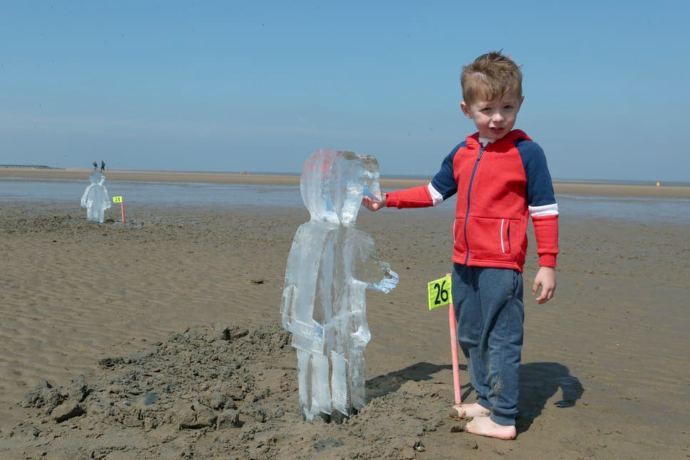 مجسمه های یخی ماهنامه کی دبلیو سی
